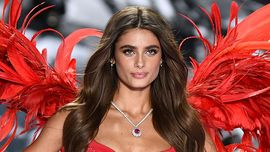 Unghie estate: la Half-Dips manicure di Taylor Hill è la next big thing delle nail art
