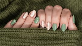 Unghie autunno 2020: camo, oliva, matcha, la manicure di tendenza è verde