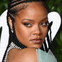 Se hai i capelli lunghi, il nuovo look di Rihanna ti farà venire voglia di tagliare la frangia
