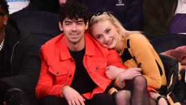 Gli auguri di Joe Jonas a Sophie Turner e ai suoi due