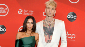 OMG! Machine Gun Kelly ha un ciondolo con dentro il sangue della fidanzata Megan Fox