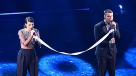 Francesca Michielin e Fedez: il significato del nastro bianco sul palco di Sanremo 2021