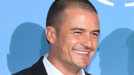 Orlando Bloom che racconta come cerca di far dire
