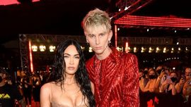 Rissa sfiorata tra Machine Gun Kelly e Conor McGregor sul red carpet degli MTV VMA 2021